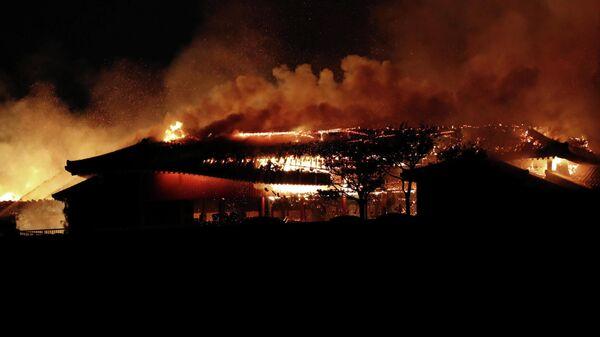 Пожар замка Сюри в японской префектуре Окинава, Япония. 31 октября 2019