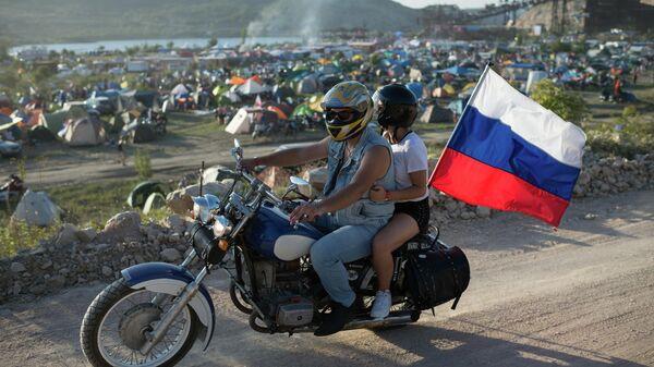 Байкеры у палаточного городка в Севастополе