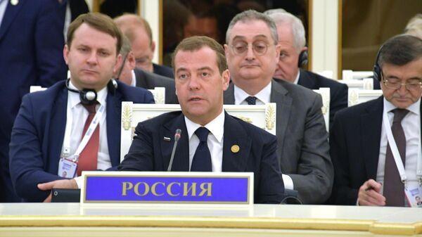 Председатель правительства России Дмитрий Медведев на заседании Совета глав правительств государств — членов ШОС в Ташкенте. 2 ноября 2019