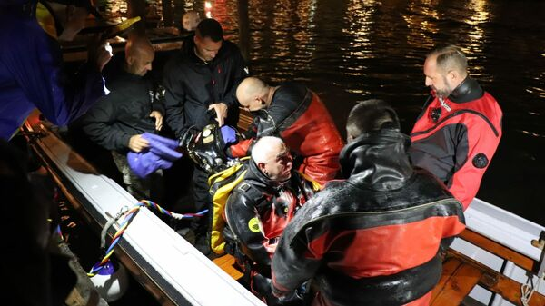 Операция по очистке Гранд-канала в Венеции