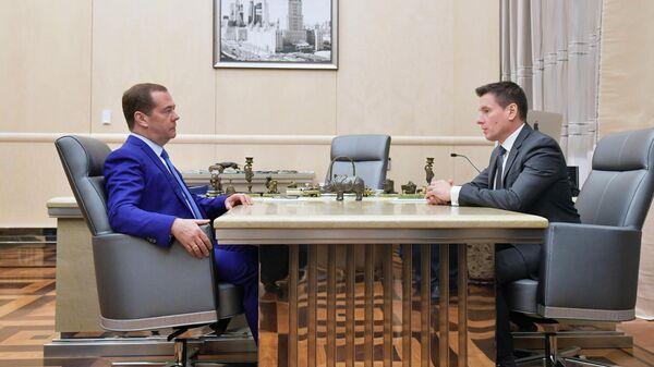Дмитрий Медведев и генеральный директор АО Российский экспортный центр Андрей Слепнев   во время встречи. 5 ноября 2019