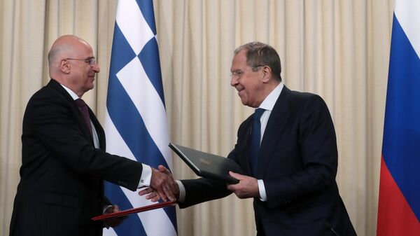 Министр иностранных дел РФ Сергей Лавров и министр иностранных дел Греческой Республики Никос Дендиас во время встречи