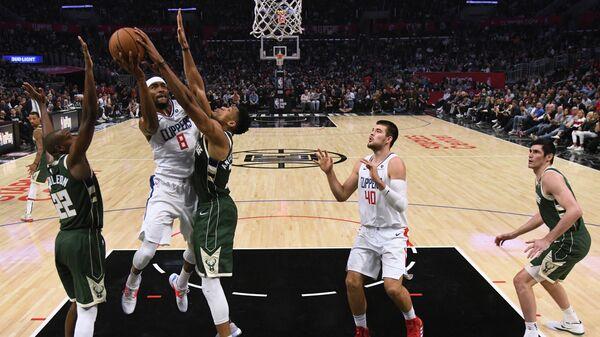 Милуоки - Лос-Анджелес Клипперс в матче регулярного чемпионата Национальной баскетбольной ассоциации (НБА)