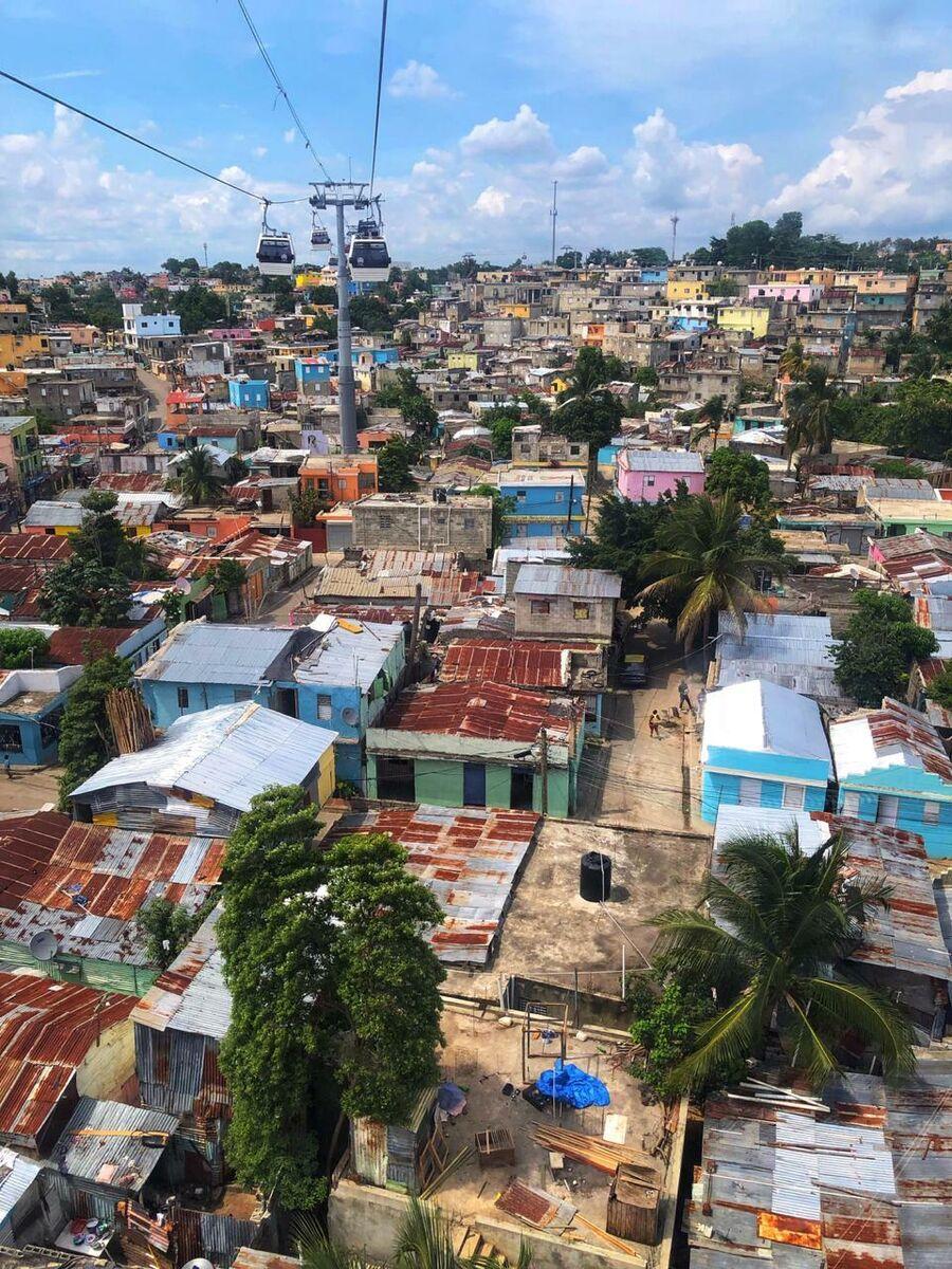 Доминикана. Бедные районы Санто-Доминго, вид с фуникулера