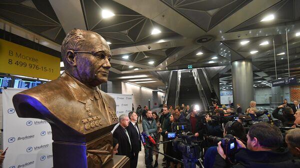 Церемония открытия бюста Андрея Туполева в аэропорту Внуково