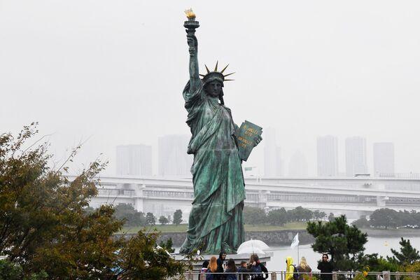 Статуя Свободы на острове Одайба в Токио
