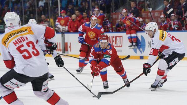 Дамир Жафяров (в центре)