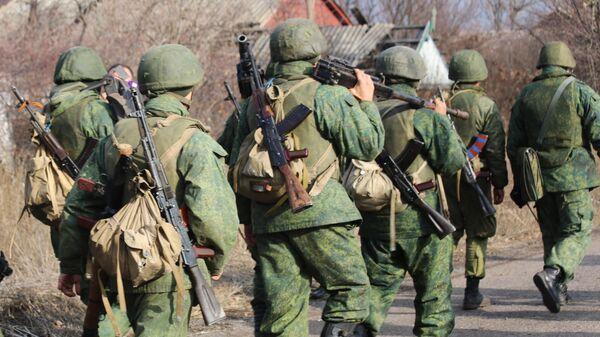 Военнослужащие Народной милиции ДНР покидают свои позиции