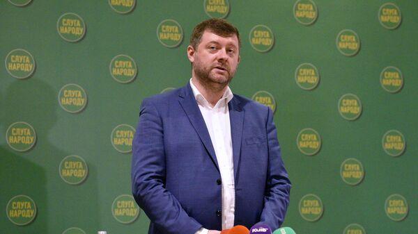 Новый глава партии Слуга народа Александр Корниенко на съезде партии в Киеве