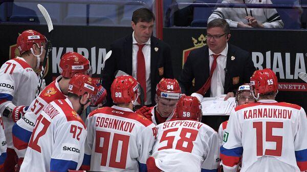 Алексей Кудашов и Александр Савченков (слева направо на втором плане)