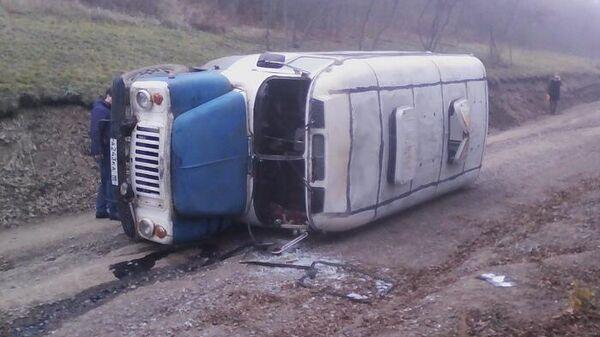 Автобус перевернулся в районе села Дубовая балка в самопровозглашенной Луганской народной республике. 12 ноября 2019