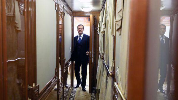 Председатель правительства РФ Дмитрий Медведев в поезде Новосибирск-Барнаул