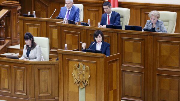 Премьер-министр Молдавии Майя Санду выступает на заседании парламента Молдавии в Кишиневе. 12 ноября 2019