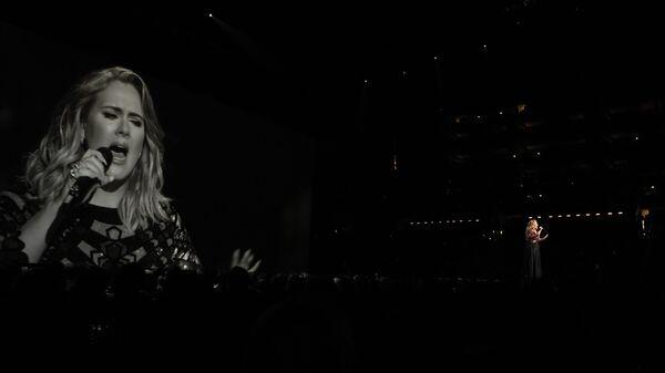 Британская певица Адель выступает на 59-й ежегодной премии Grammy music Awards 12 февраля 2017 года