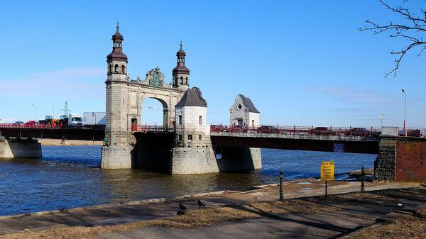 Мост королевы Луизы — пограничный мост, соединяющий Советск и Панямуне