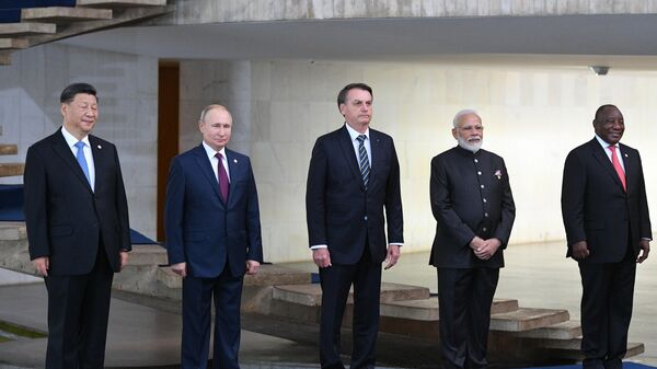 Президент РФ Владимир Путин на церемонии совместного фотографирования лидеров стран БРИКС