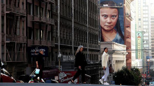 Портрет Греты Тунберг на одном из домов в Сан-Франциско, Калифорния