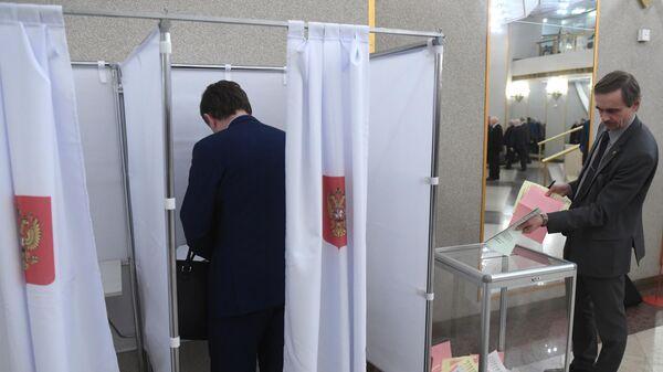 Голосование на выборах новых членов РАН, членов-корреспондентов и иностранных членов РАН, которые проходят на общем собрании Российской академии наук