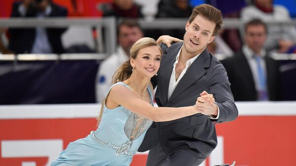 Виктория Синицина и Никита Кацалапов (Россия) выступают в ритмическом танце на V этапе Гран-при по фигурному катанию в Москве.