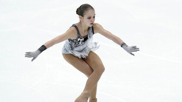 Александра Трусова (Россия) выступает в короткой программе женского одиночного катания на V этапе Гран-при по фигурному катанию в Москве.