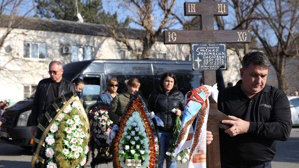 Похороны аспирантки СПбГУ Анастасии Ещенко