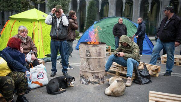 Участники акции протеста в Тбилиси против правящих властей. 15 ноября 2019