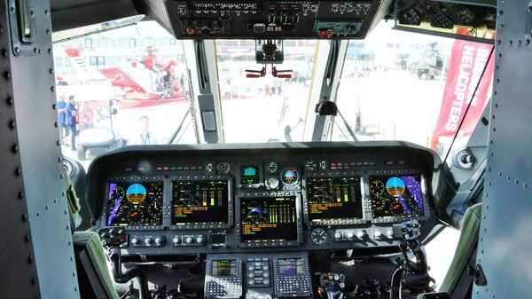 Кабина вертолета Ми-38 на международном авиасалоне Dubai Airshow 2019 в Дубае