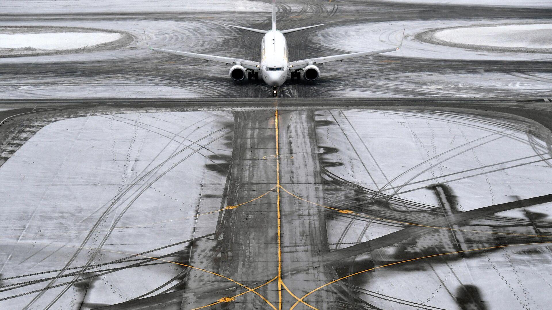 На Сахалине из-за циклона задержали самолеты и закрыли паромную переправу