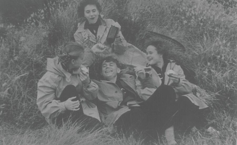 1956 год. Валентин Иванов и гимнастки сборной СССР. Фото из личного архива Лидии Ивановой