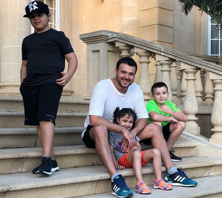 Эмин Агаларов в Баку с детьми Али, Микаилом и Аминой