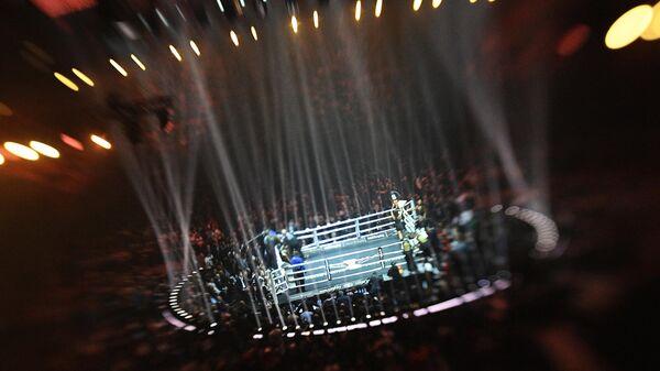 Ринг во время полуфинального поединка Всемирной боксерской суперсерии (WBSS) между Муратом Гассиевым (Россия) и Юниером Дортикосом (Куба) в Сочи.