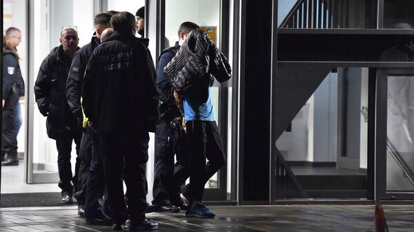 Задержание мужчины, напавшего на врача Фрица фон Вайцзеккер, в больнице в Берлине