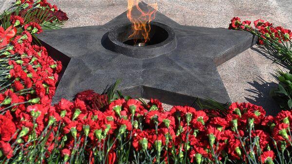 Вечный огонь, доставленный от Могилы Неизвестного солдата у Кремлевской стены и зажженный во время открытия мемориального комплекса Великой Отечественной войны в Казани