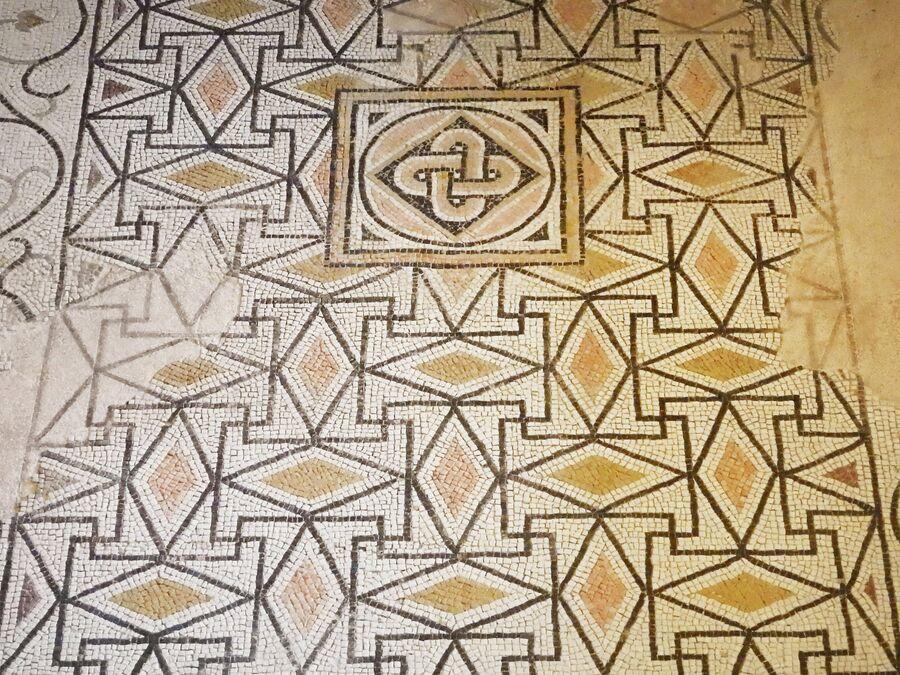 Музей Санта Джулия, римская мозаика