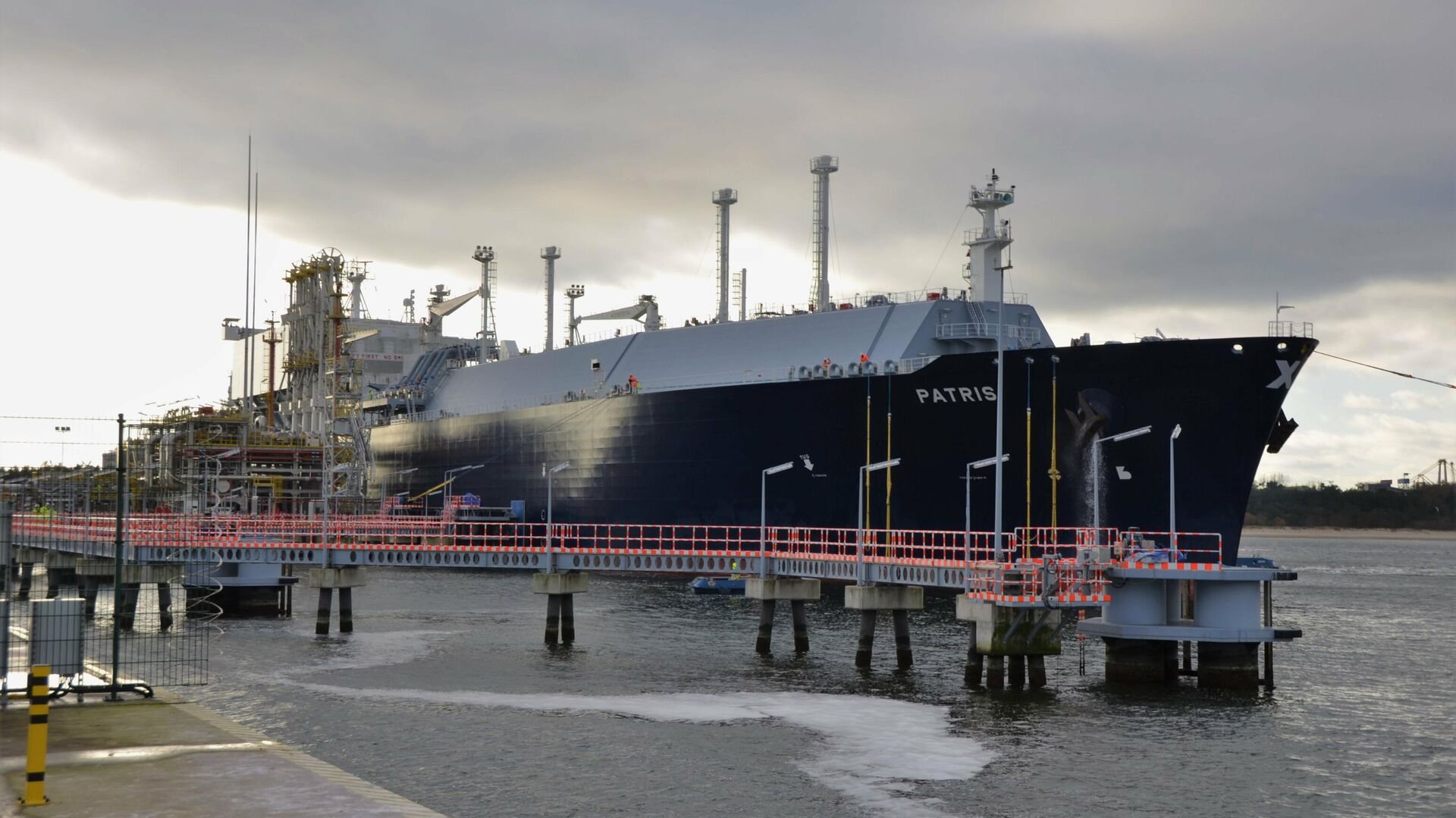 Американский танкер с сжиженным природным газом Patris в СПГ-терминале Свиноуйсьце в Польше - РИА Новости, 1920, 14.09.2020