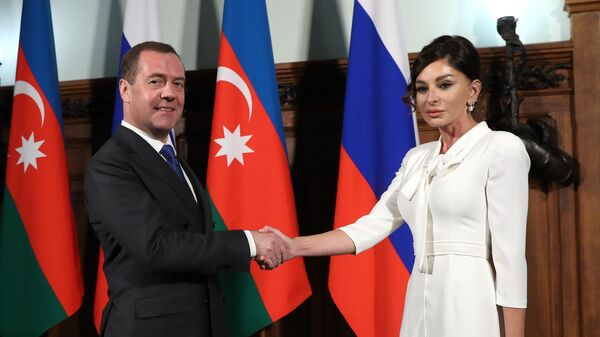Председатель правительства РФ Дмитрий Медведев и первый вице-президент Азербайджана Мехрибан Алиева во время встречи.  21 ноября 2019