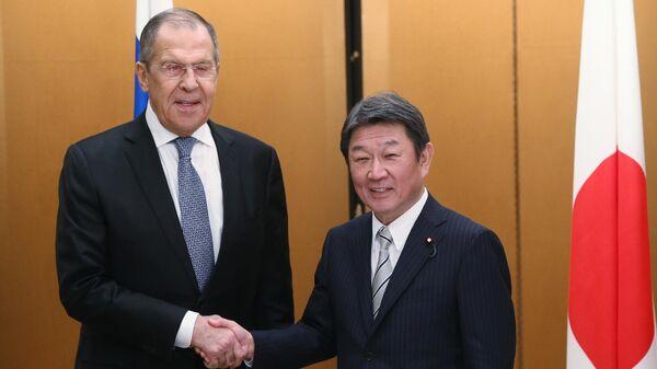 Министр иностранных дел РФ Сергей Лавров и министр иностранных дел Японии Тосимицу Мотэги во время встречи в Нагое
