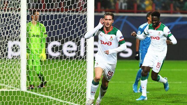 Алексей Миранчук (в центре) радуется забитому мячу в ворота Ювентуса