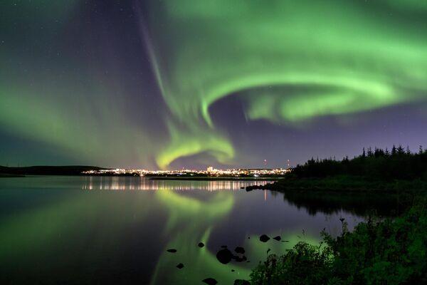 Северное сияние в Рейкьявике, Исландия