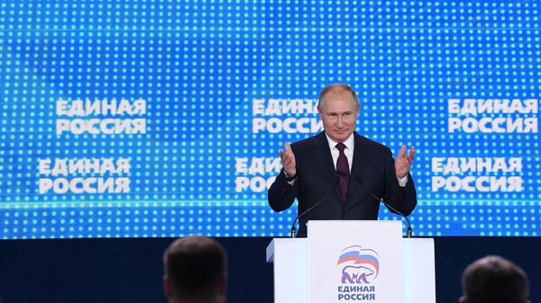 Президент РФ Владимир Путин и премьер-министр РФ Дмитрий Медведев приняли участие в съезде партии Единая Россия