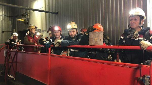 Поиски людей на шахте в Коми