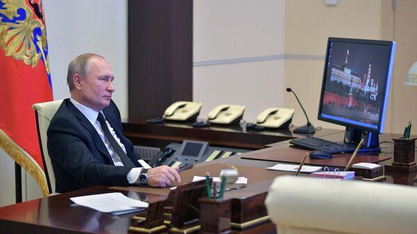 Президент РФ Владимир Путин принимает участие в режиме телемоста во Всероссийском открытом уроке Школа завтрашнего дня