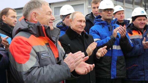 Президент РФ Владимир Путин на церемонии открытия скоростной платной трассы М-11 Москва - Санкт-Петербург