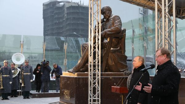 Президент РФ Владимир Путин на церемонии открытия памятника писателю и общественному деятелю Даниилу Гранину
