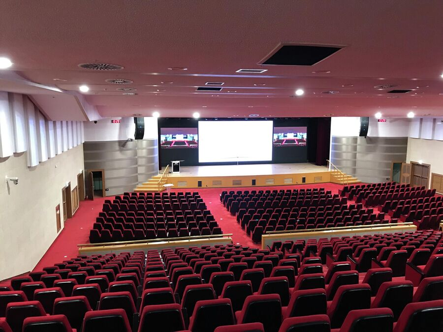 Зал для концертов и конференций в госпитале Бундан