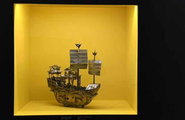 Заводная игрушка Небесная ладья (Китай, до 1755 г.), представленная на выставке Петр. Первый. Коллекционер, исследователь, художник