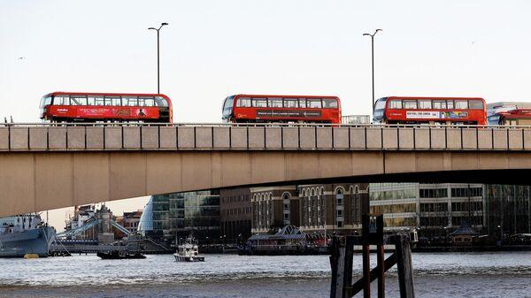 Общий вид Лондонского моста. 29 ноября 2019