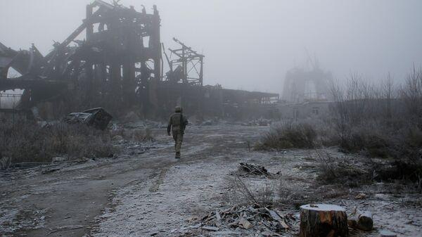 Военнослужащий ВСУ рядом с линией соприкосновения