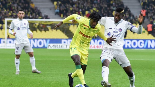 Nantes' French midfielder Abdoul Kader Bamba (C) fights for the ball with Toulouse's Ivorian midfielder Ibrahim Sangare (R) during the French L1 football match between FC Nantes (FCN) and Toulouse FC (TFC) at the La Beaujoire stadium in Nantes, western France, on December 1, 2019. (Photo by Sebastien SALOM-GOMIS / AFP)