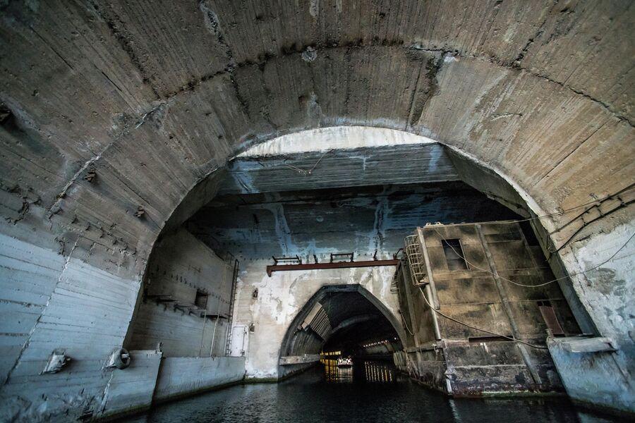 Батапорт на входе в защищенный подземный канал объекта 825 ГТС, Балаклава
